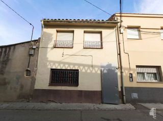 Semi detached house in Miralcamp. Casa adosada con 4 habitaciones