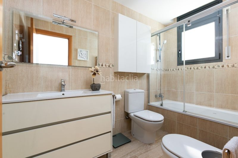 Baño suite. Flat with heating parking in Bufalà Badalona