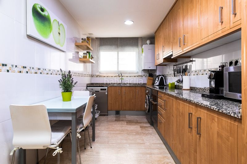 Cocina tipo office. Flat with heating parking in Bufalà Badalona