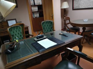 Office space in Calle turis, 9. Oficina reformada profesionales