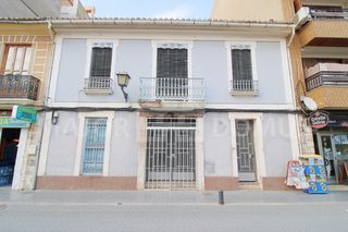 Building in Zona Metro. Edificio disponible en venta en alboraya