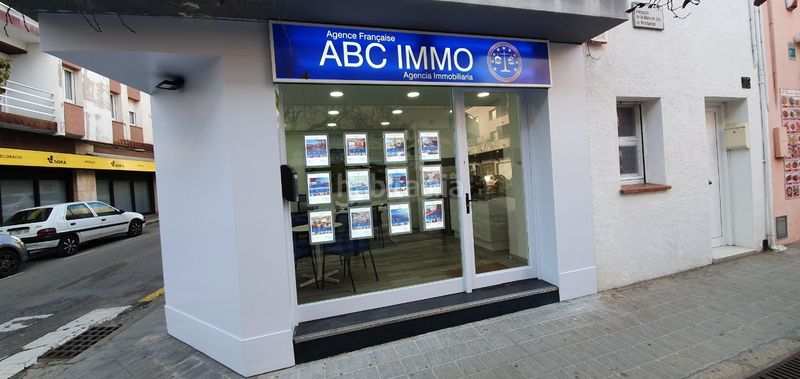AGENCE ABC IMMO ROSES. Apartment with heating in Centre Roses