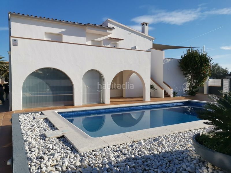 VILLA. House with fireplace heating parking pool in Santa Margarida-Salatar Roses