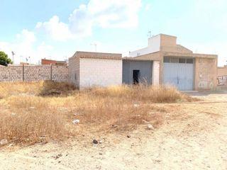 Bâtiment à usage industriel en Los Dolores. Nave en barriada hispanoamerica