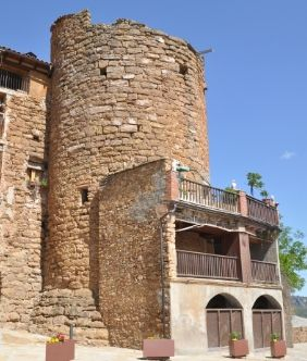 House in Talarn. Torre medieval