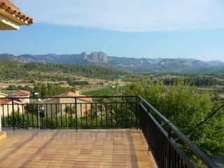 Semi detached house in Horta de Sant Joan. Vivienda unifamiliar mas solar