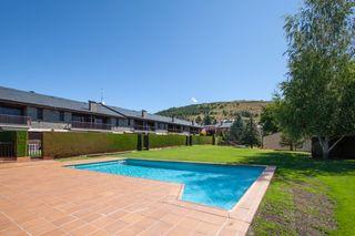 Maison jumelée  Llívia. Acogedora casa jardin y piscina
