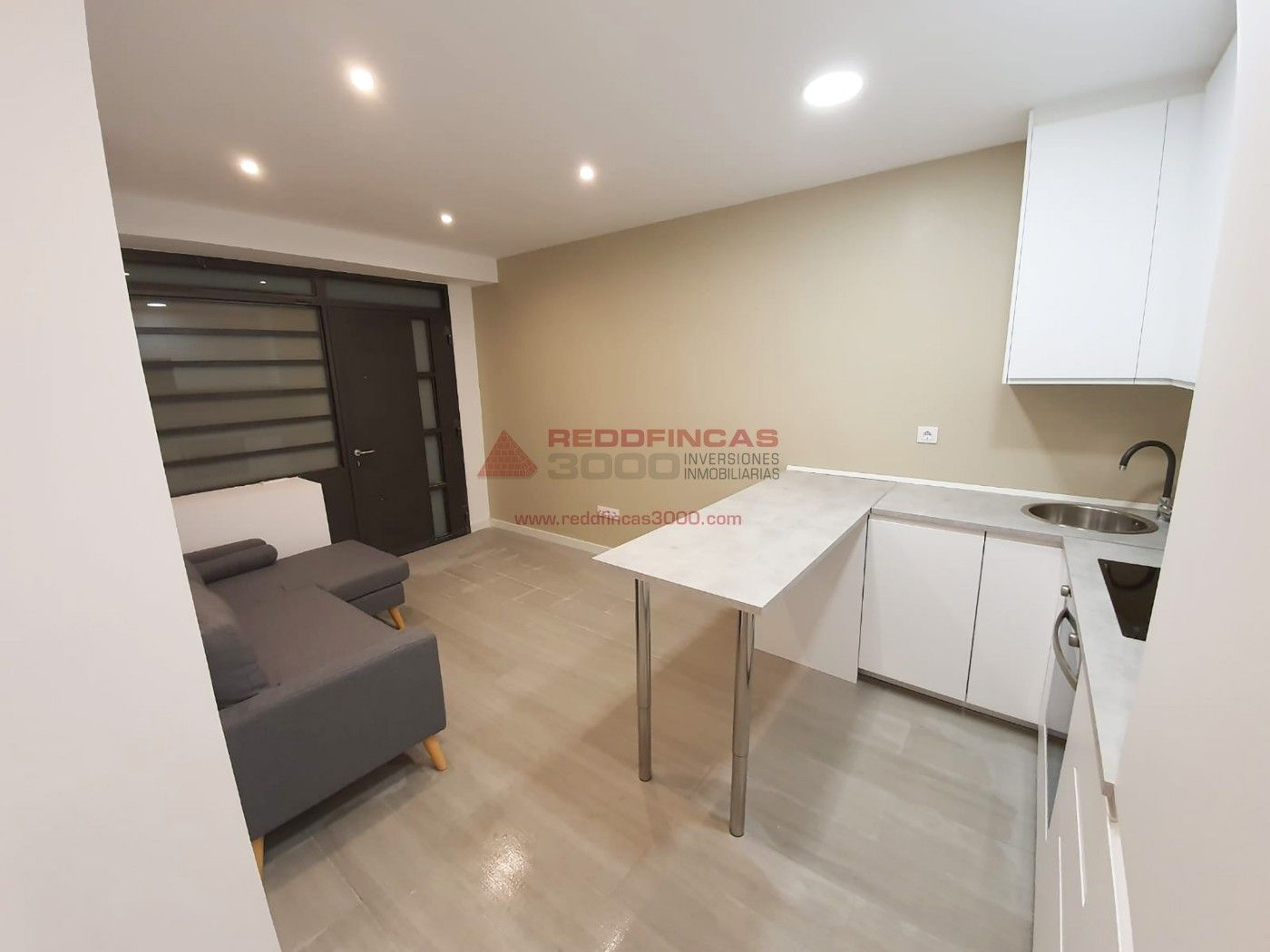 Miete Loft  Carrer josep ciurana. Local ideal home office de 38m2