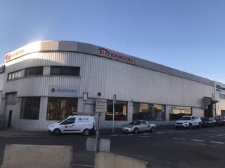 Industrial building  Carrer beat oriol. De 636m2 de 2 plantas