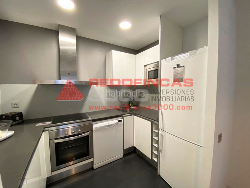 Cocina equipada. Holiday lettings apartment with heating pool in Sagrada Família Barcelona