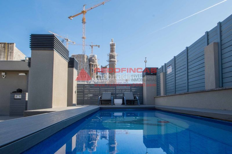 Piscina comunitaria. Holiday lettings apartment with heating pool in Sagrada Família Barcelona