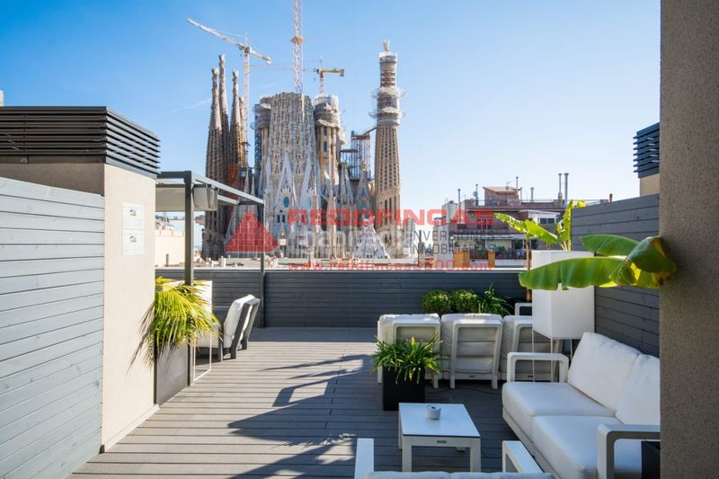 Vistas. Holiday lettings apartment with heating pool in Sagrada Família Barcelona