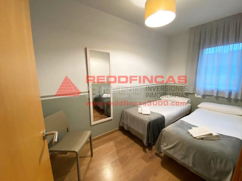 Dormitorio doble. Holiday lettings apartment with heating in Sagrada Família Barcelona