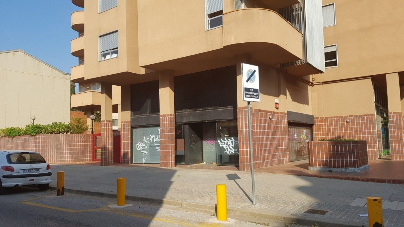 Lloguer Local Comercial  Ronda zamenhof. Local comercial de 137 m2
