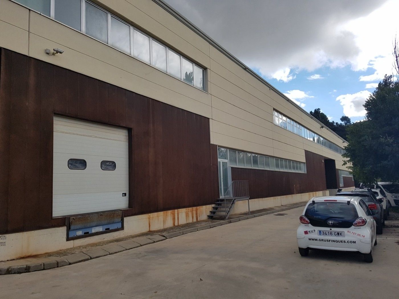 Nave industrial  Riu ripoll. Nave industrial de 3700 m2