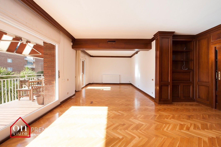 Appartement  Eixample. Amplio piso en eixample
