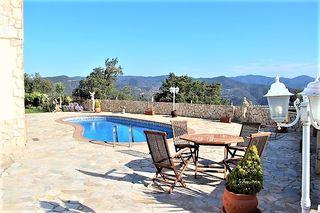 Casa  Serra brava. Fantástica casa con piscina.