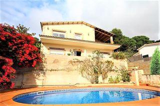 Casa  Turó. Bonita casa con vistas al mar