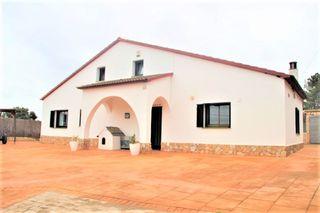 Casa  Urb. del nord. Casa de estilo masia catalana