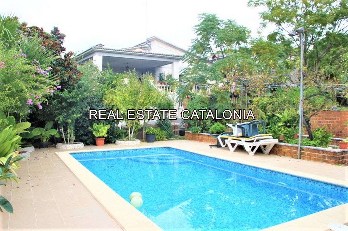 Casa  Urbanització del nord.. Casa soleada con piscina.