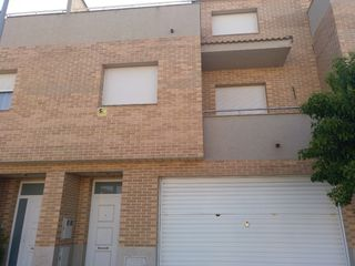 Semi detached house in Carrer domenec puigredon, 18. Casa adossada en venda