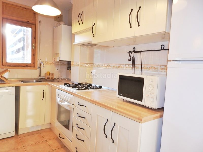 Cuina. Apartment with fireplace heating parking in Bellver de Cerdanya