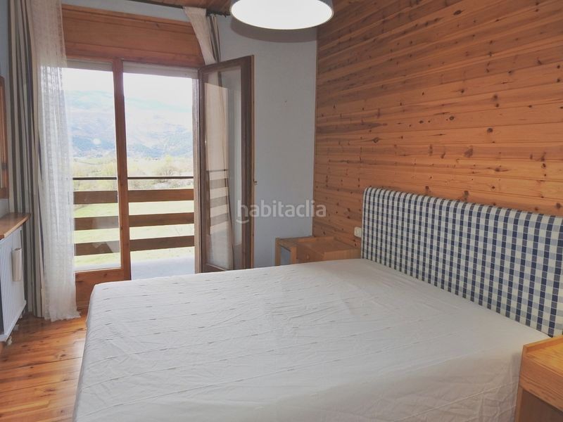 Dormitori. Apartment with fireplace heating parking in Bellver de Cerdanya
