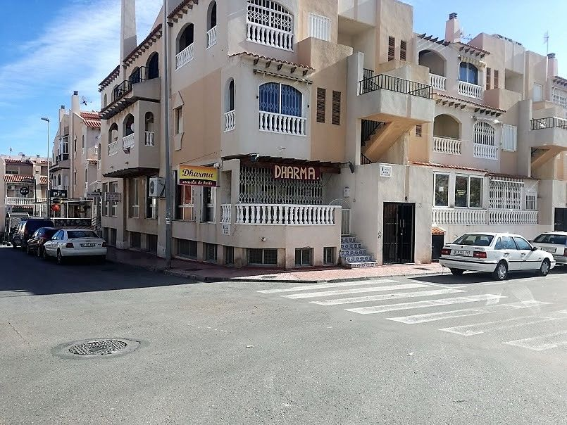Business premise in Calle Maria Gil Vallejos, 32