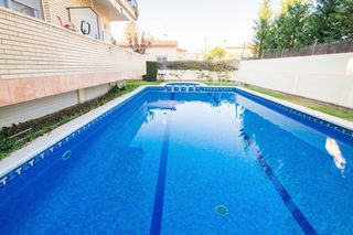 Holiday lettings Apartment in Carrer 7, 24. Sunny apartment 3 blocks to the