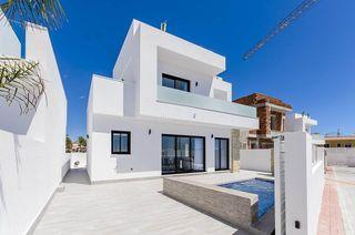 Casa Montesinos (Los). Villas de lujo con parcela independiente, piscina privada, solar