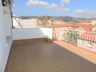 Penthouse in Carrer doctor robert, 155. Ático 95m2, reformado, exterior