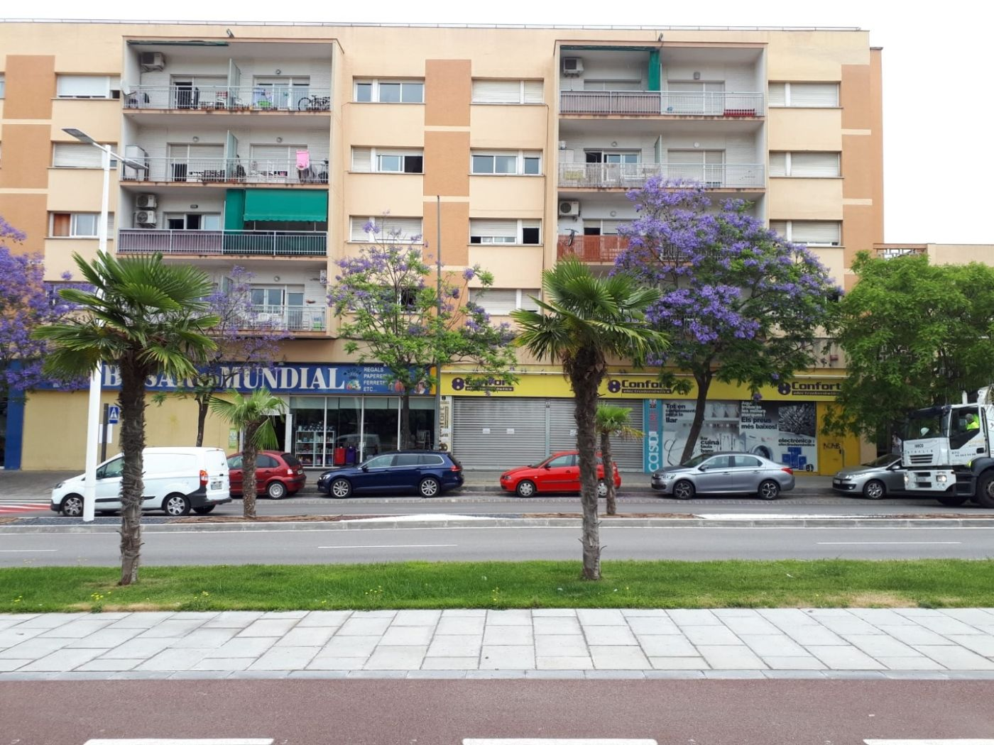 Lloguer Local Comercial en Carretera de martorell 12. Local de 600 m2 bien situado