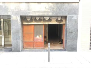 Local Comercial en Carrer neopatria, 129. Local con salida de humos.
