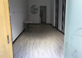 Rent Business premise in Carrer pere grau, 16. Oportunidad local