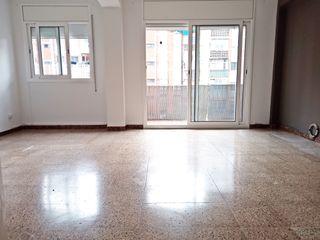 Flat  Carrer de londres. Llefia, piso de gallina blanca