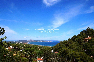 Casa en Sa Riera-Sa Fontanasa. En venta casa unifamiliar con vistas al mar e illes medes, begur