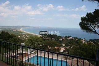 Casa en Sa Riera-Sa Fontanasa. En venta espectacular villa mediterránea situada en tranquila zo
