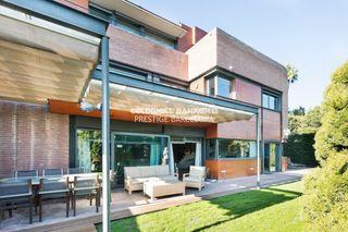 Casa in Pedralbes. Impecable casa moderna de 350 m2 con piscina y jardãn