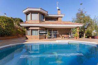 Casa in Bellamar. Casa familiar de 450 m2 con jardãn y piscina
