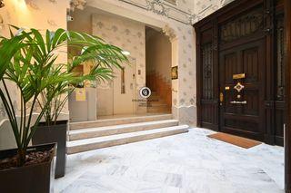 Appartamento in Dreta de l´Eixample. Fantástico piso en finca regia