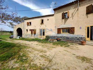 Alquiler Masía en Sils. Casa rural con un campo de más de 7 hectáreas.