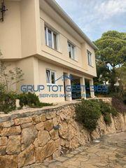 Casa in Roca Grossa. Casa con 4 habitaciones, parking, piscina y aire acondicionado