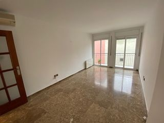 Rent Flat  Carrer gaudi. Céntrico terrassa con parking