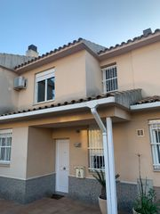 Semi detached house  Carrer pablo picasso. Vivienda familiar en zona reside
