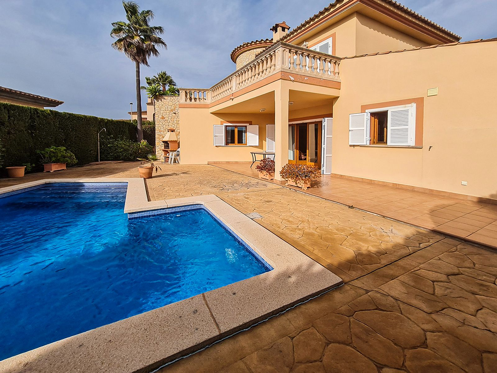 Semi detached house in Son Servera. Bonito chalet con piscina en cala bona