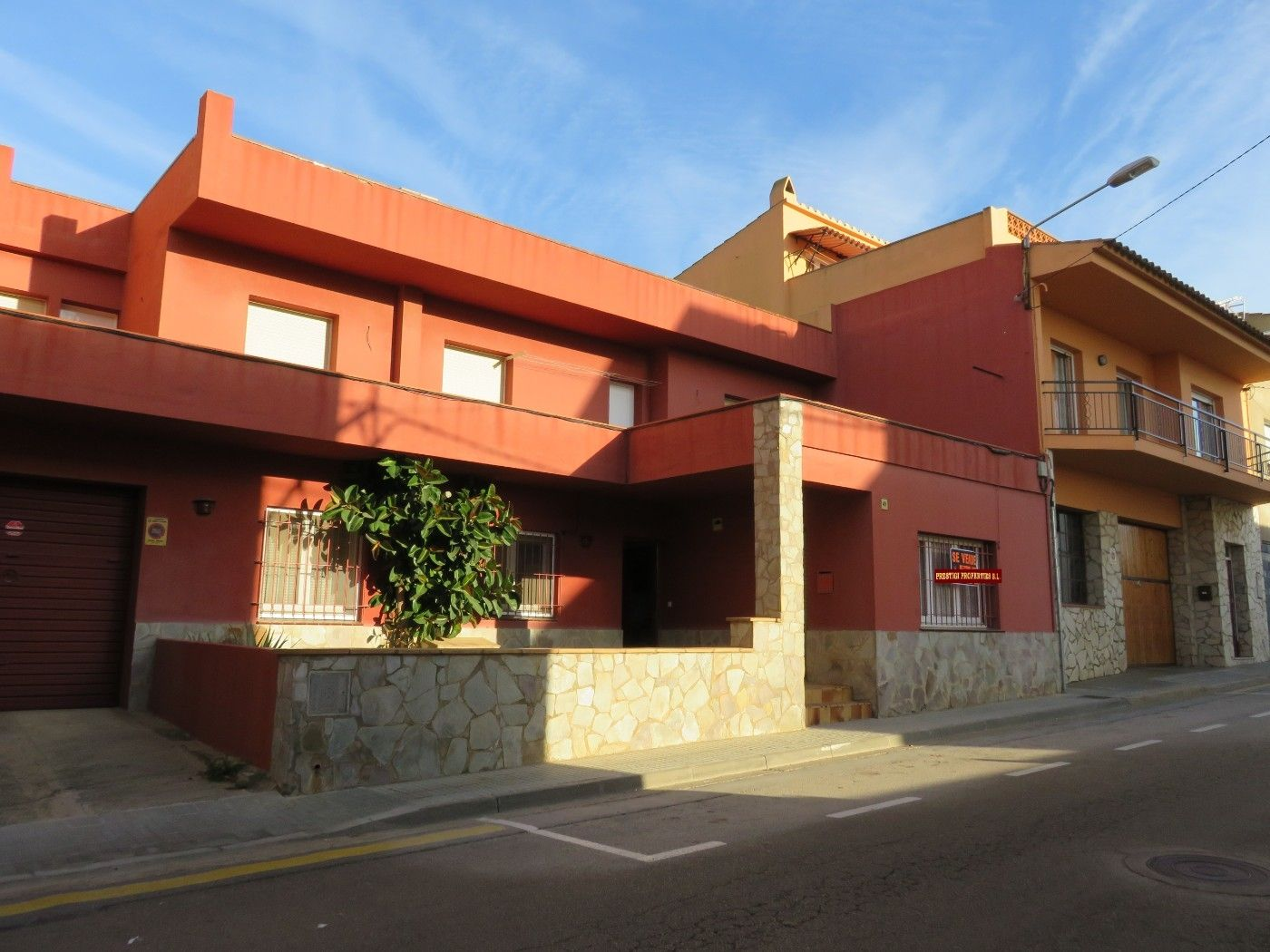 Semi detached house in Carrer llibertat, 49. Casa  mucho potencial y terreno