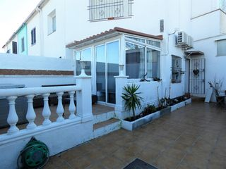 Semi detached house  Carrer flamicell. Jolie maison avec jardin