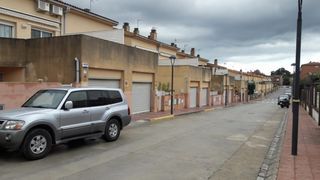 Reihenhaus in Carrer solans, 47. Perafort, 4dorm, salon, cocina,
