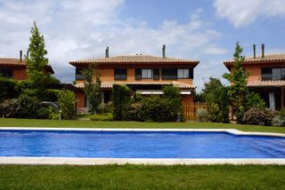 Casa pareada  Golf de torremirona. Oportunidad