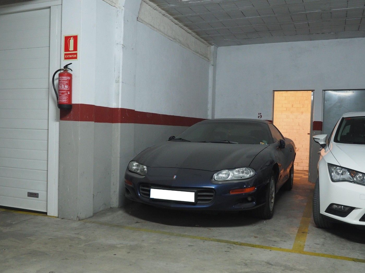 Parking voiture  Zona carrefour. Pàrquing i 2 trasters